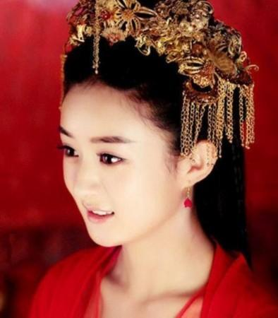 话说赵丽颖好像在每部剧里都穿过嫁衣呀,小圆脸和中式新娘图片