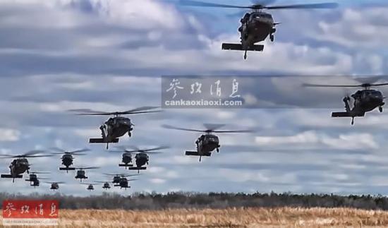 """美陆军""""黑鹰""""运输直升机集群编队飞行."""